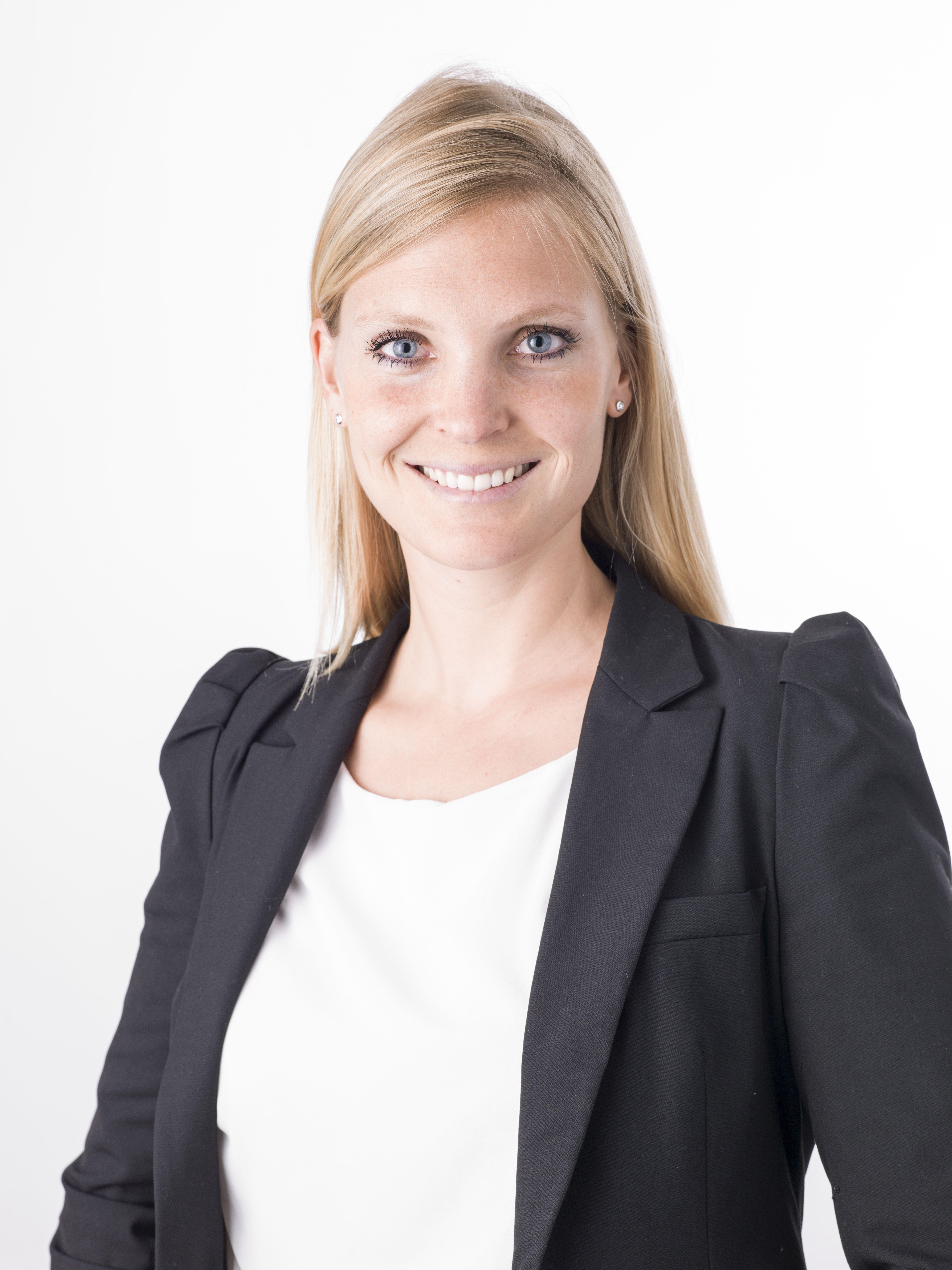 Dr. Julia Pöll