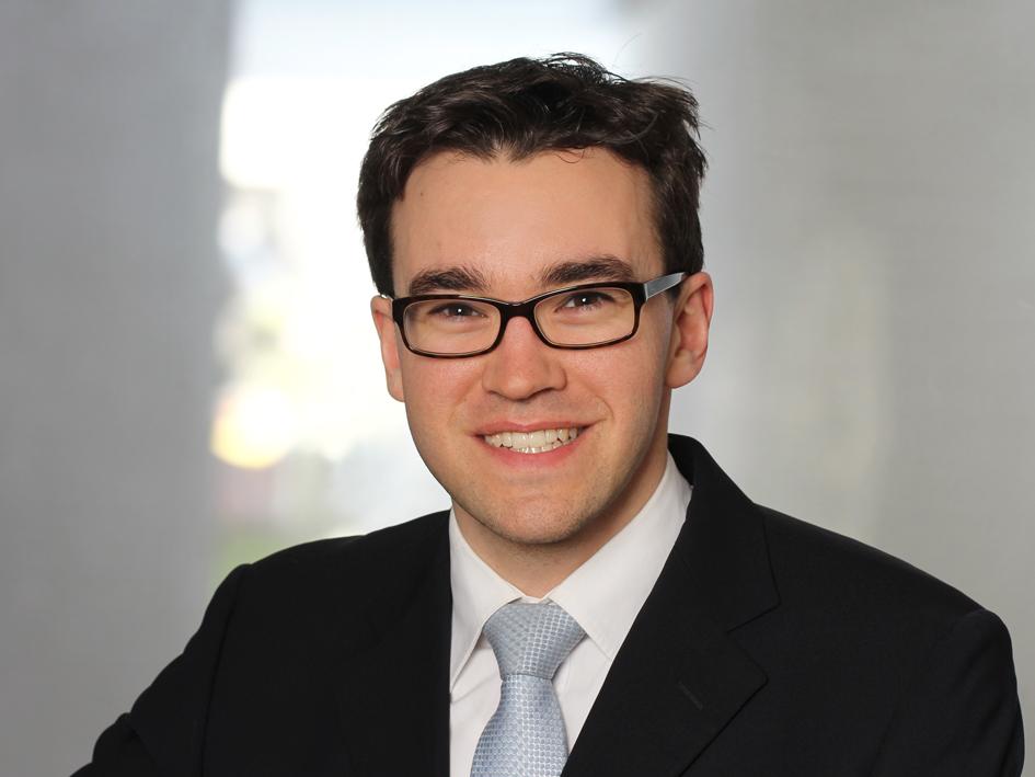 Dr. Oliver Ahlers
